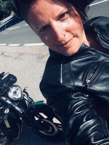 Texterin aus Wien mit Motorrad Melanie Huemer